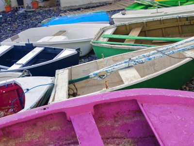 http://artspacebarcelona.com//wp-content/uploads/2017/08/colorful-fishing-boats-on-the-shore_DxO-copia-400x300.jpg