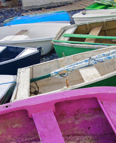 http://artspacebarcelona.com//wp-content/uploads/2017/08/colorful-fishing-boats-on-the-shore_DxO-copia-400x490.jpg