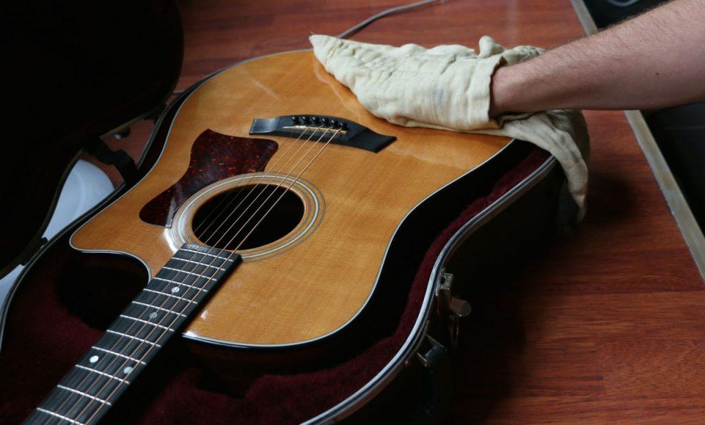 aprende a cuidar tu guitarra