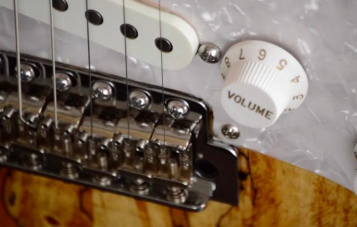 como limpiar una guitarra electrica