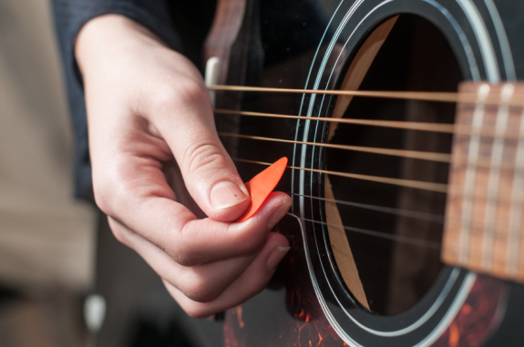 como hacer una plumilla para guitarra