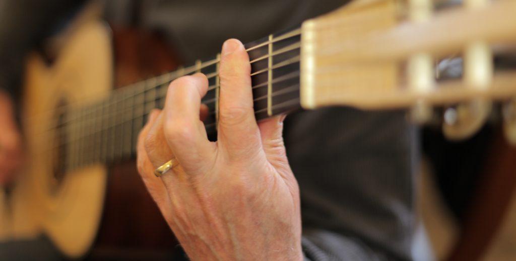 tutoriales para aprender a tocar guitarra