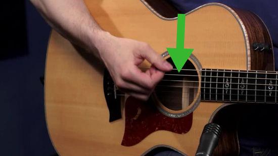 aprender a rasgar la guitarra con el pulgar