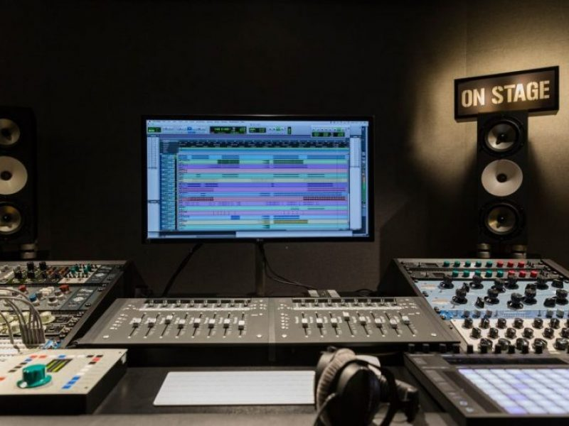 https://artspacebarcelona.com/wp-content/uploads/2018/01/mastering10-1-800x600.jpg